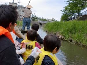 ゆったり流れる内川と和舟を活用した 「親子ふれあい舟下り」
